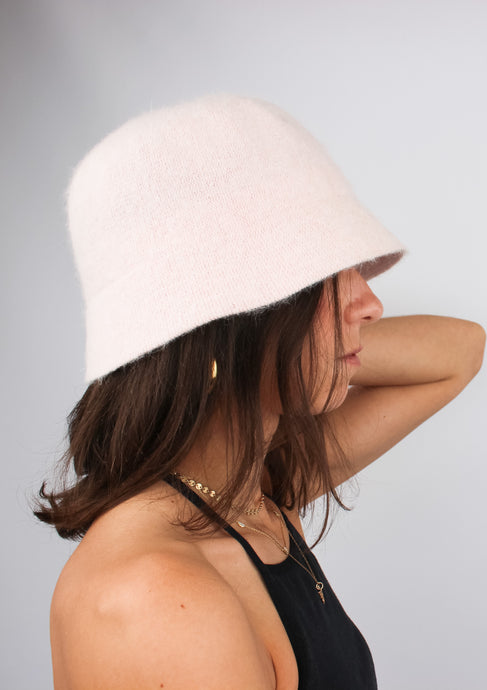 VINTAGE LIGHT PINK ANGORA BUCKET HAT