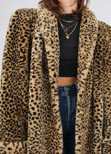 Load image into Gallery viewer, VINTAGE BOLD FUZZY CHEETAH COAT (L)
