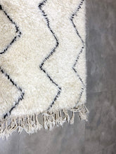 Load image into Gallery viewer, Moroccan Berber Rug - Beni Ouarain 24