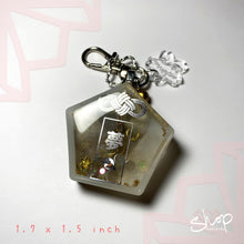 "Load image into Gallery viewer, Marble ""Dream"" Liquid Ema Shaker Keychain"