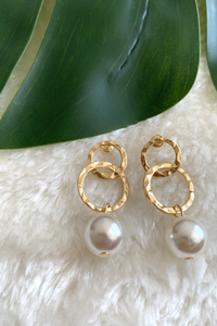 Gold circle pearl earrings
