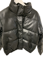 Load image into Gallery viewer, Black crop pu puffa jacket