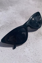 Load image into Gallery viewer, Black cat eye sunglasses