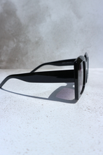 Load image into Gallery viewer, Black chunky square sunglasses