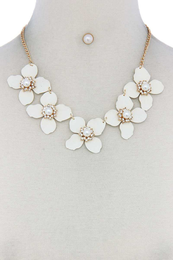 Flower Linked Bib Necklace demochatbot