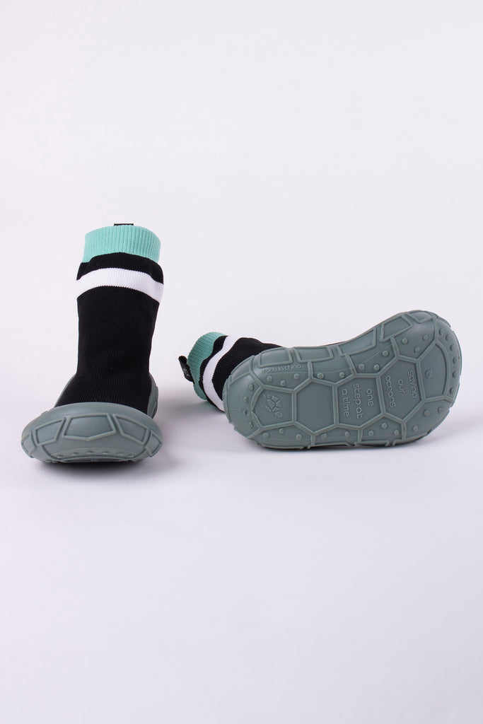 NEW socks in a shell in black