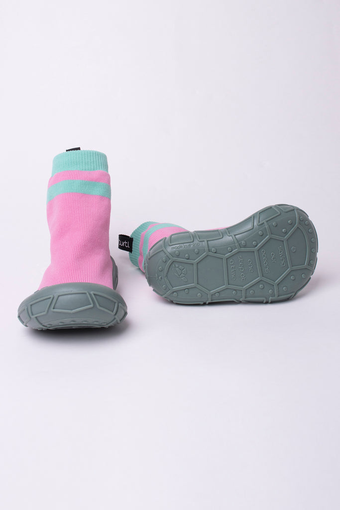 NEW socks in a shell in pink