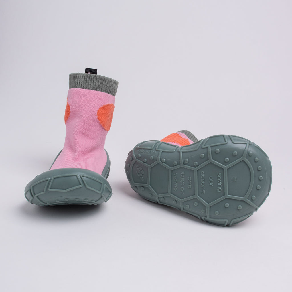 socks in a shell for tots in pink
