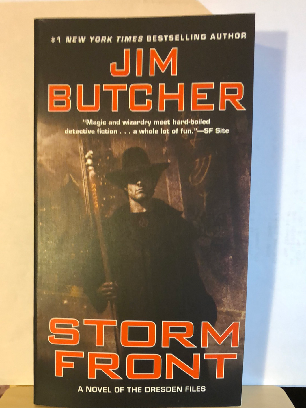 Storm Front    by Jim Butcher    (The Dresden Files #1)   paperback