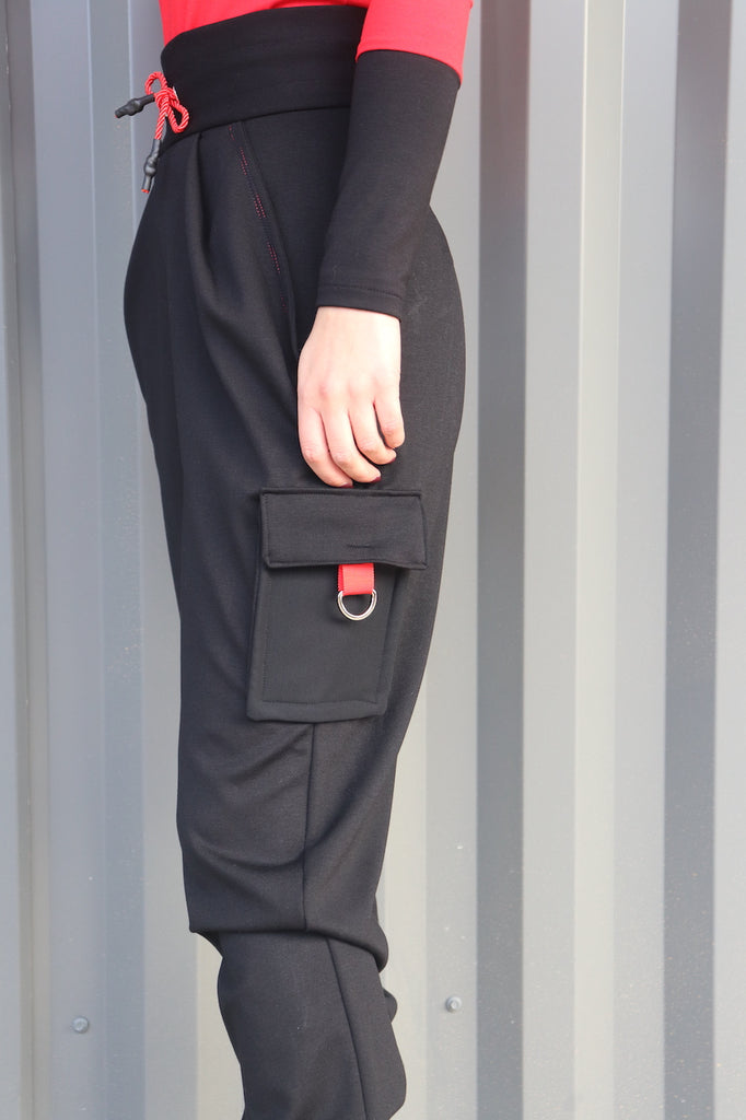 High waisted joggers with side pocket and red stitching.