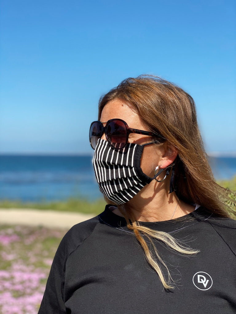 Devoke Fashion Mask Straight is adjustable to size and comes in different colors to combine with your daily look