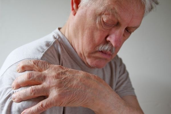 man with shoulder joint pain