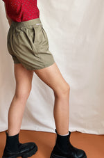The Cutest 90s Shorts In Beige