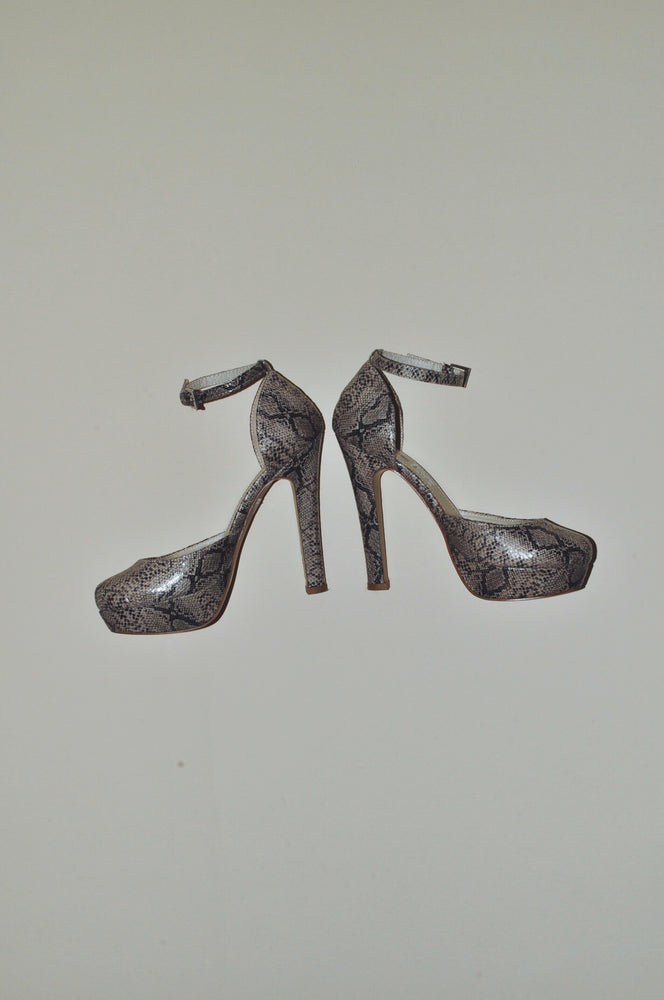 Load image into Gallery viewer, Vintage Faux Snake Skin Heels