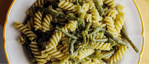 Bronze extruded Fusilli with green beans and pesto