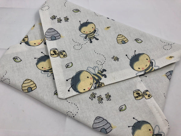 Honey Bee Sandwich Bag Wrap, Eco-Friendly Sandwich Mat, Reusable School Lunch Napkin - EcoHip Custom Designs