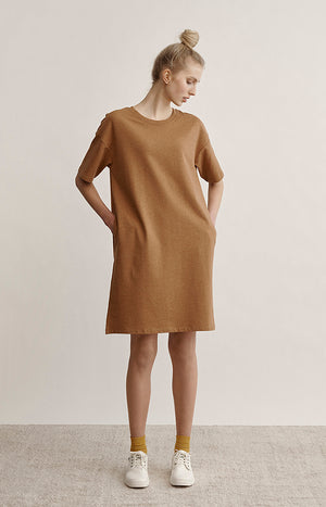 Straight casual dress made of light college fabric.