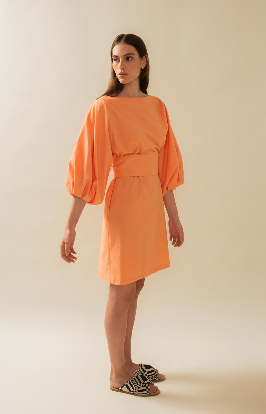 Coral dress with bag sleeves, recycled material. Pause Design