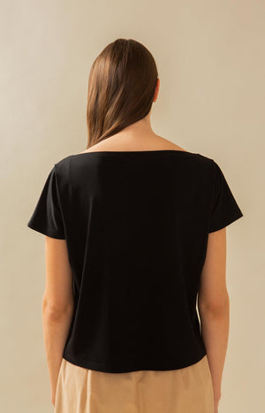 Stylish T-shirt in black. TAUKO