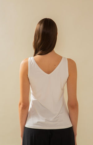 TAUKO Crag top with white V-neck
