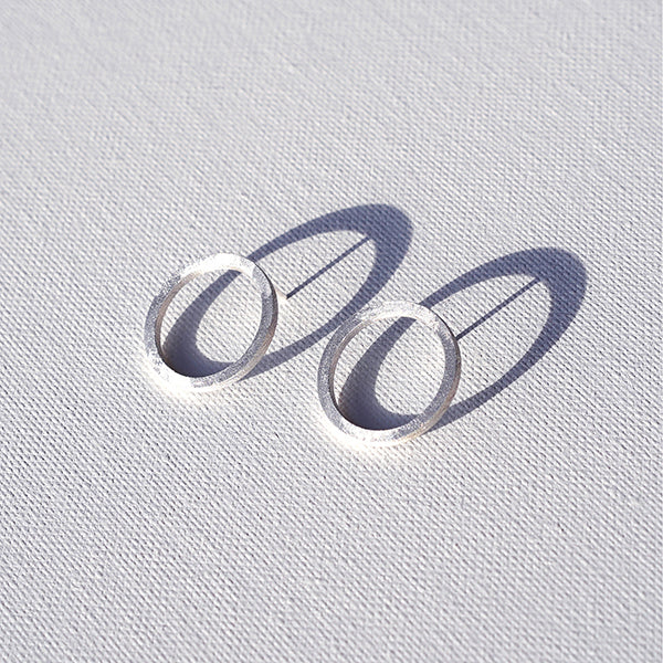 Round Tuohi earrings in recycled silver