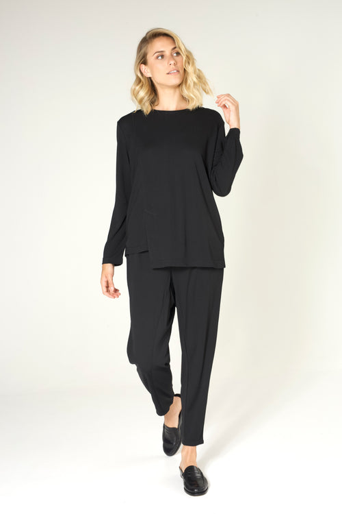 ASYMMETRICAL TEE IN BLACK