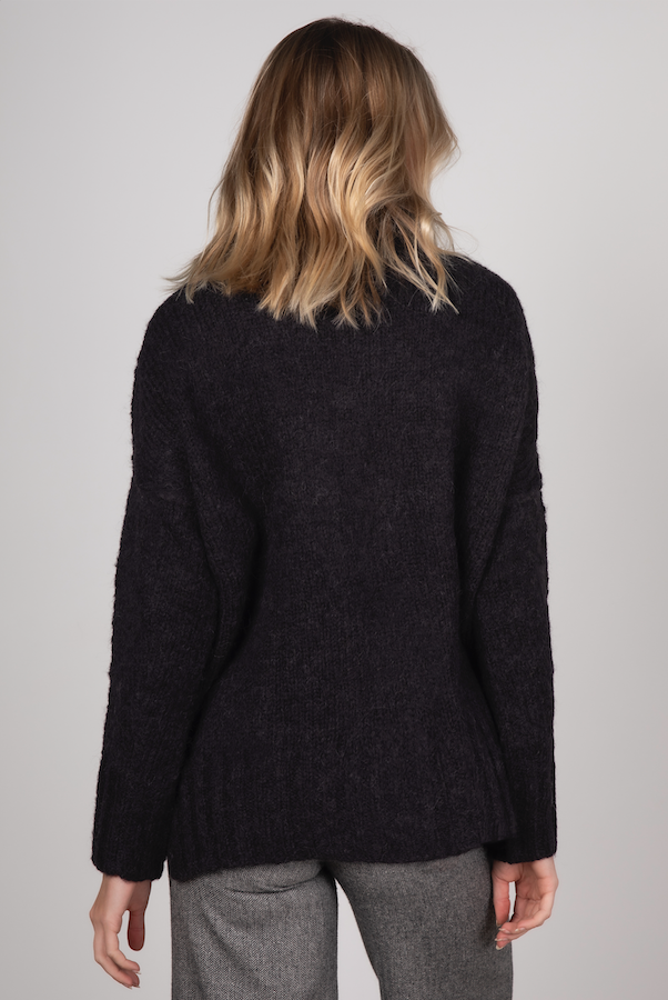 COMFORT ROLL NECK KNIT IN BLACK