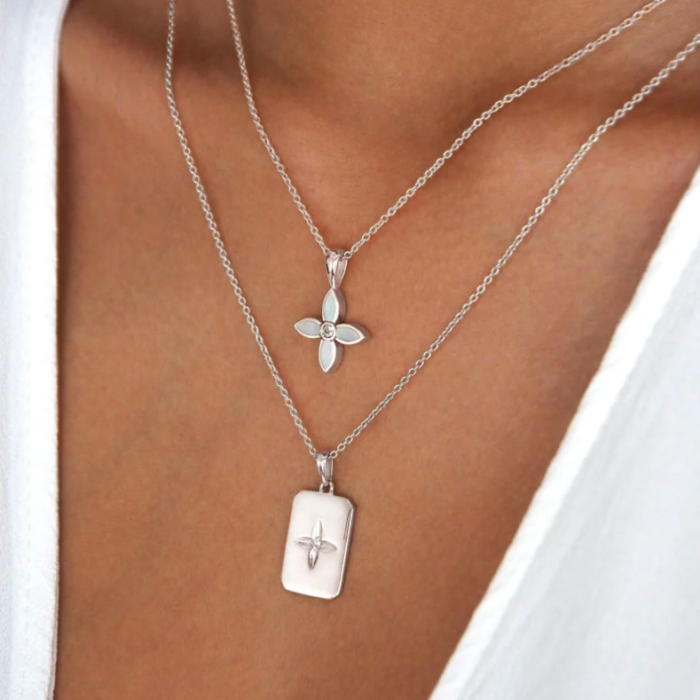 DESERT FLOWER NECKLACE WITH MOTHER OF PEARL IN STERLING SILVER