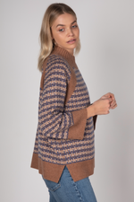 GEOMETRIC KNIT IN CARAMEL