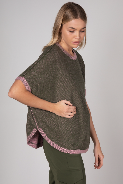 ON THE GO PONCHO IN OLIVE (REVERSIBLE)