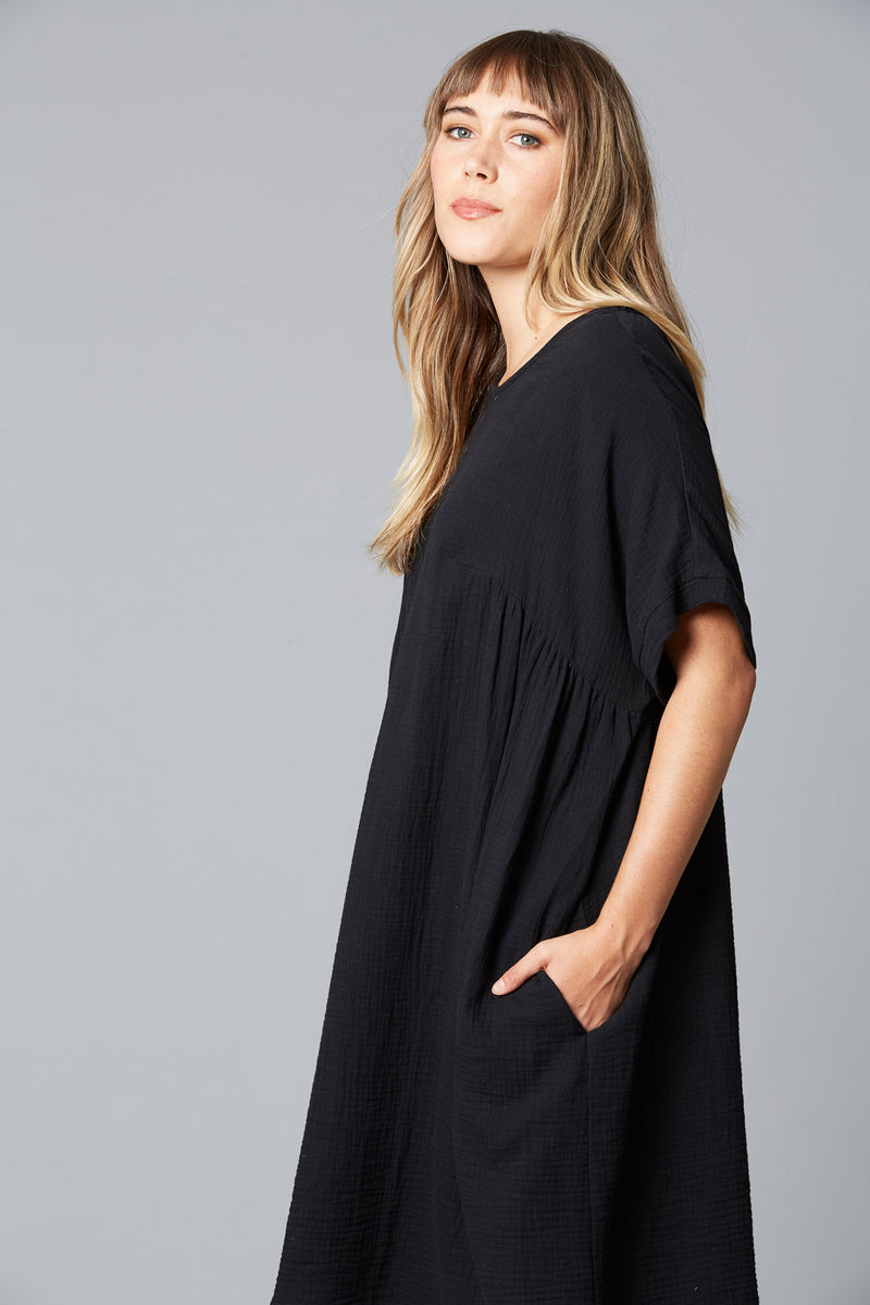 WEEKENDER TOP DRESS IN BLACK