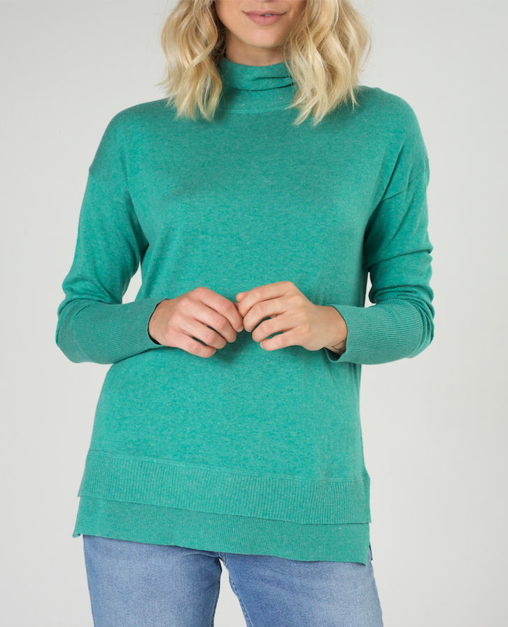 ROLL NECK PULLOVER IN EMERALD