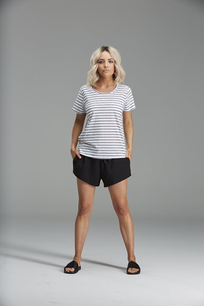 SANDI TEE IN BLACK STRIPE