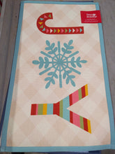 "Load image into Gallery viewer, Holiday 21"" x 34 "" Accent Rug - Kenner Habitat for Humanity ReStore"