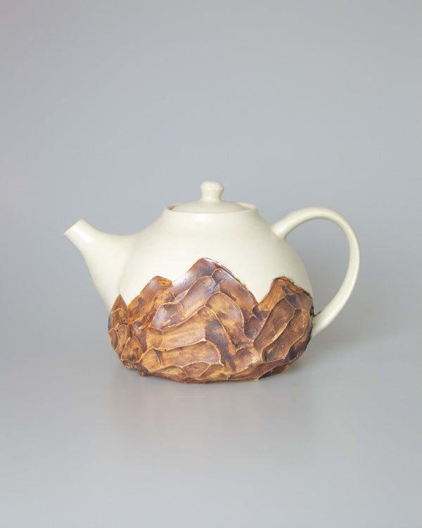 Mountain Teapot in Cream