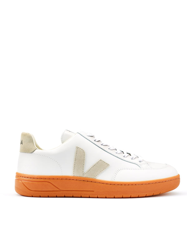 Veja V-12 Leather Extra White Natural Gum Sole