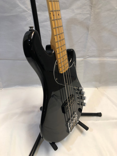 Squier Deluxe Dimension Bass Maple Fingerboard Black