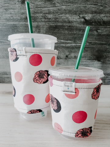 Coral Floral & Dots Iced Drink Snug. Tired of sweating iced drink cups?  Or ice just melting too fast in your cold drink?   Insulate your cup with a modern, stylish cup snug.  Keep your coffee cold, hands warm and water rings off the table.  It may also be used on hot cups.
