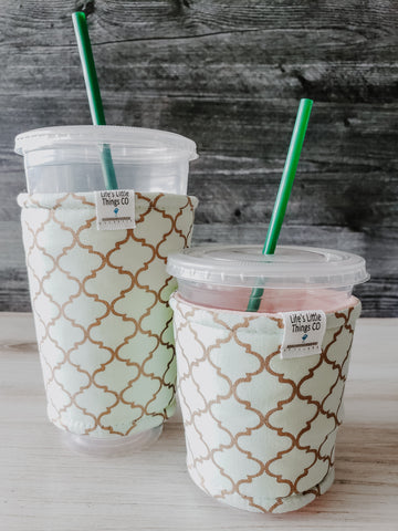 Light Spearmint Bronze Iced Drink Snug Tired of sweating iced drink cups?  Or ice just melting too fast in your cold drink?   Insulate your cup with a modern, stylish cup snug.  Keep your coffee cold, hands warm and water rings off the table.  It may also be used on hot cups.  All cup snugs are made with 100% premium cotton and insulating fabric inside to keep your drink cool, longer.