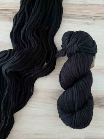 Single Ply, buttery-soft, super-warm, super-quick: Spuntaneous makes luscious knits in extra-fine merino wool. This collection brings you solid color choices.