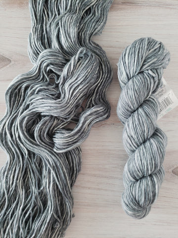 Super-soft merino fiber and variegated color makes Spuntaneous Worsted Effects a cuddly yarn and a statement piece. This is a single ply yarn.