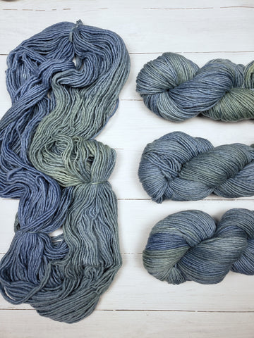 Super-soft merino fiber and a light single-ply construction make Maxima a cuddly yarn.