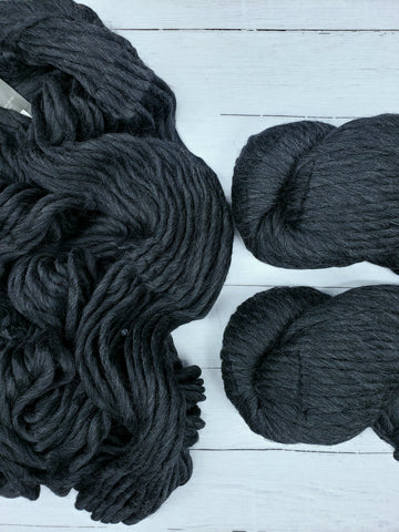 Single Ply, super-warm, super-quick: Magnum makes luscious knits in Peruvian Highland wool.  This collection brings you solid and heather color choices.
