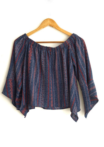 Blusa azul print rojo tribal off-shoulder