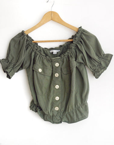 Blusa verde off-shoulder