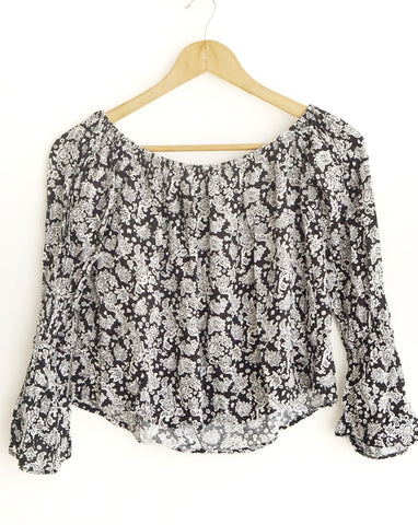 Blusa b&w estampada off-shoulder