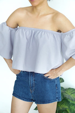 Blusa off-shoulder gris