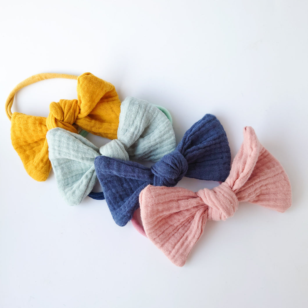 Beautiful Set of Oversized Knot Bows