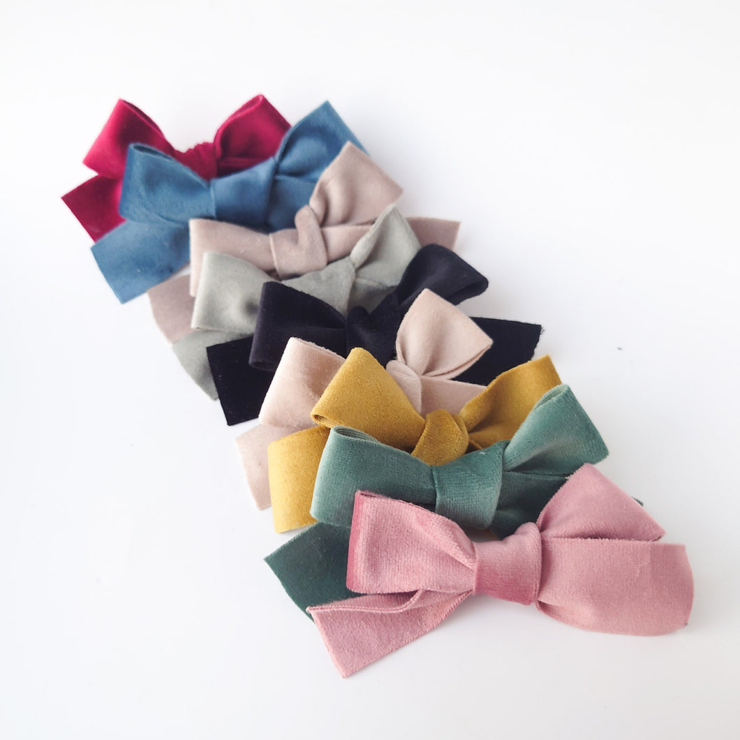 Beautiful Vintage Velvet Bows (available in a range of colours)