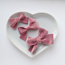 Load image into Gallery viewer, Beautiful Vintage Velvet Bows (available in a range of colours)